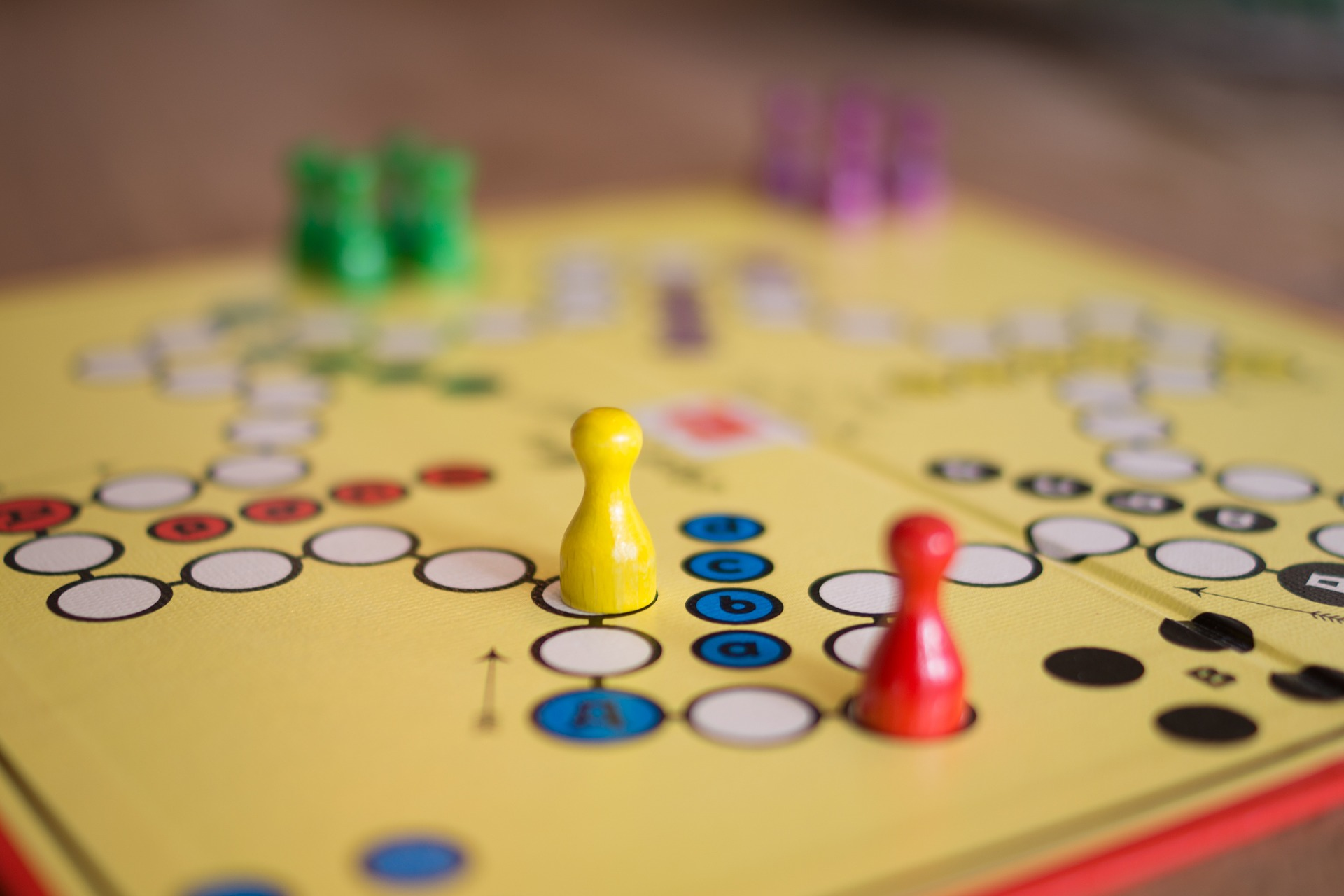 Pograjmy razem. Gry planszowe dla dorosłych.